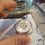 Ремонт скла годин: вигідно для майстерні, зручно для клієнта